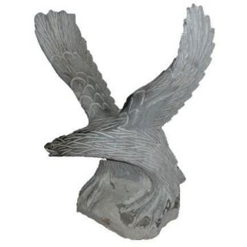 Aigle pierre bleue ailes vers le haut