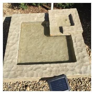 Source et fontaine solaire Square polyester avec panneau solaire